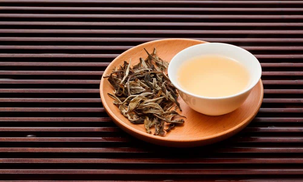 Té blanco: beneficios y contraindicaciones