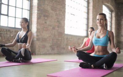 Clases de yoga: conoce los beneficios de esta práctica milenaria