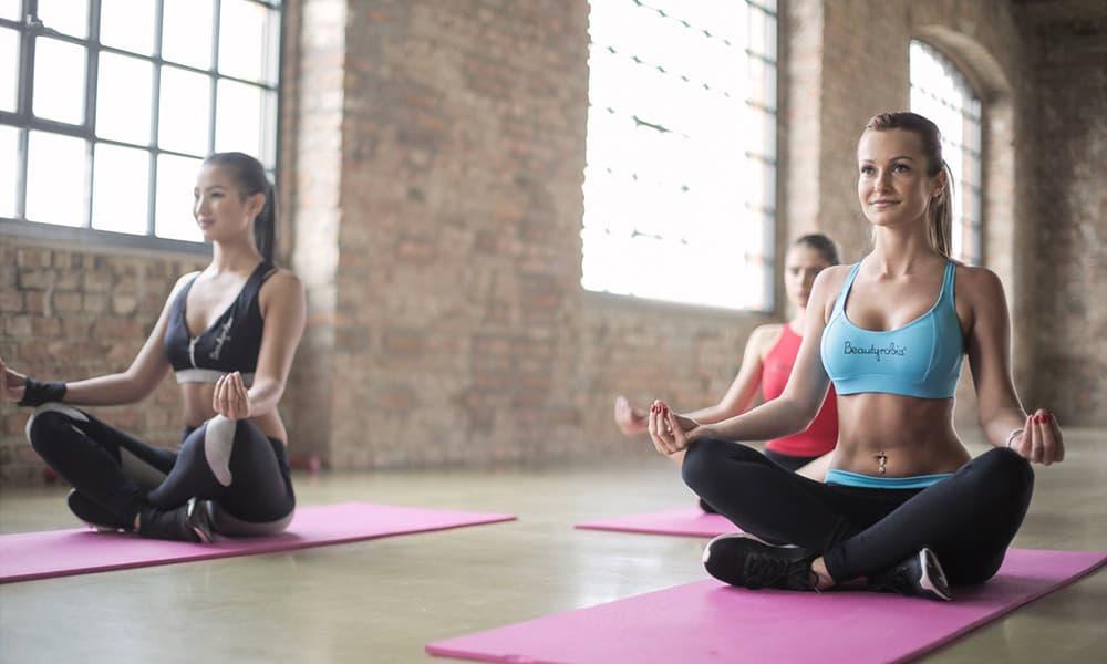 Descubre los beneficios de asistir a clases de yoga
