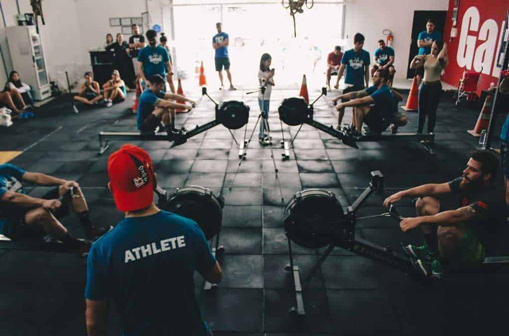 Descubre cómo ser monitor de gimnasio y convertirse en un profesional del deporte