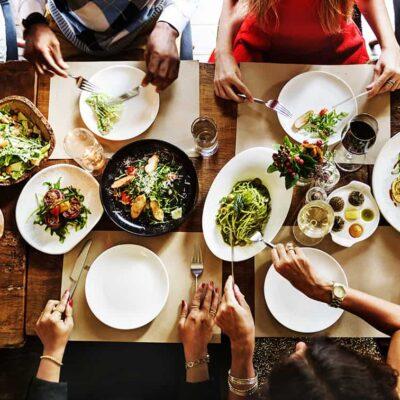 Estudiar el Curso de nutrición en colectividades para trabajar en centros de salud, residencias, servicios de catering o comedores escolares.