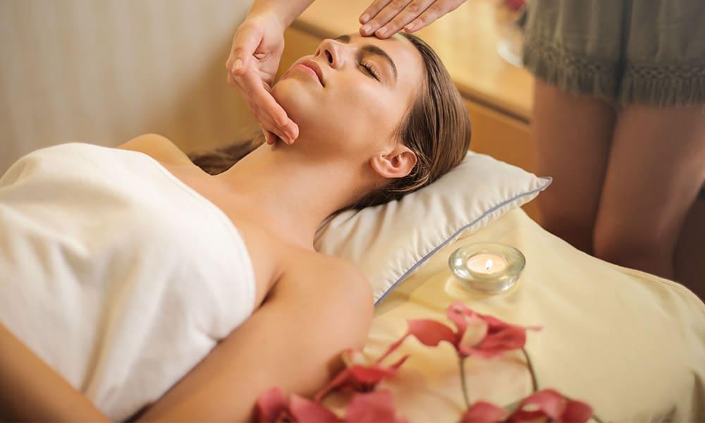 La limpieza facial es la base para cuidar el rostro ante cualquier tratamiento facial de rejuvenecimiento