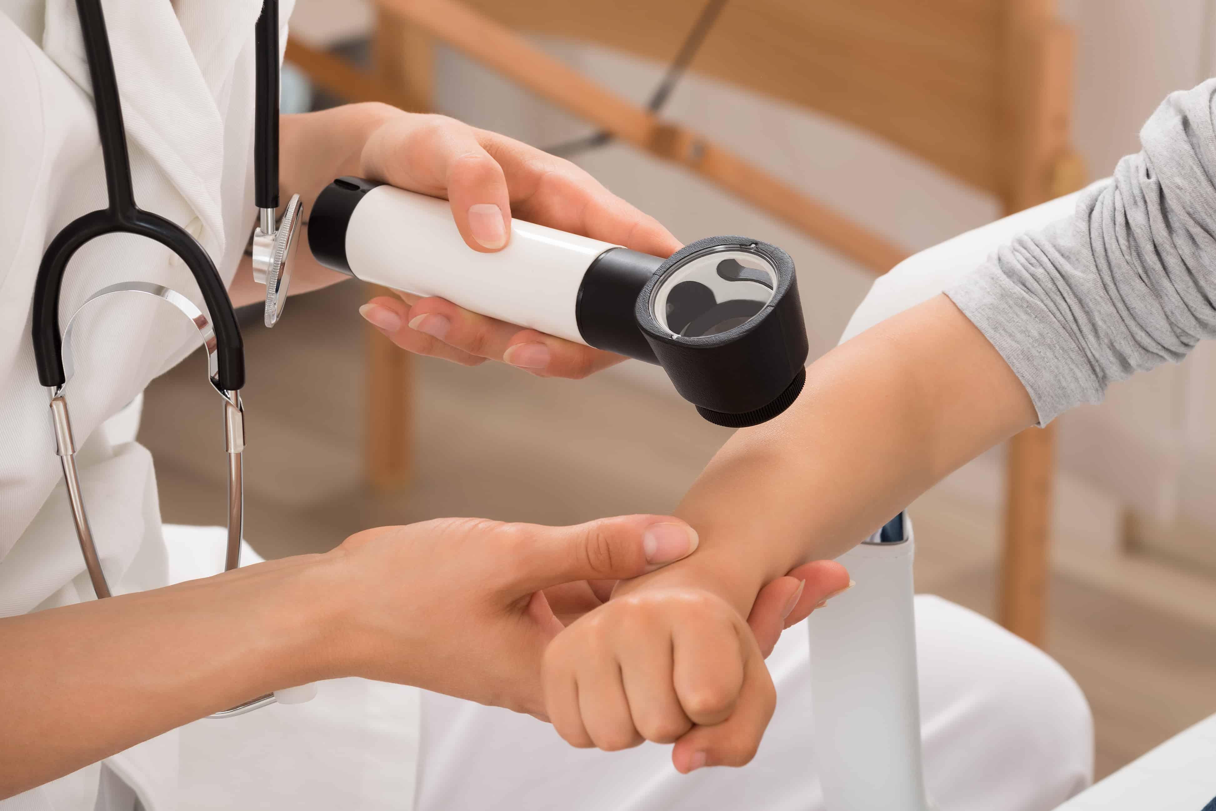 Fórmate con el Postgrado en Dermatología y ejerce como esteticista profesional